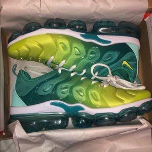 Nike women's vapormaxes size 8.5